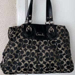 COACH PURSE (AUTHENTIC)